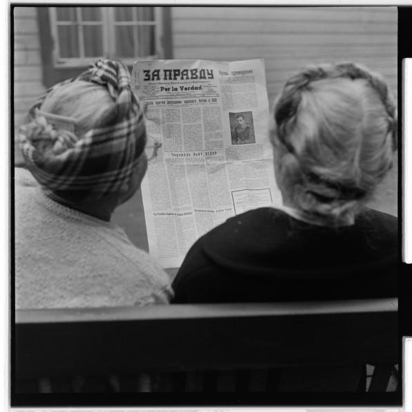 Russiske flyktninger, Granlien pensjonat, Helgøya. NÅ nr. 21, 1954.