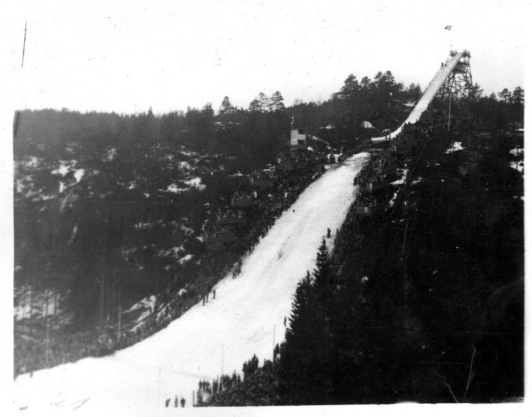 Norgesmesterskapet på ski i 1939. Hopprenn i Tinnheiabakken, 12. februar 1939. Statsarkivet i Kristiansand, D/0110, A-28.